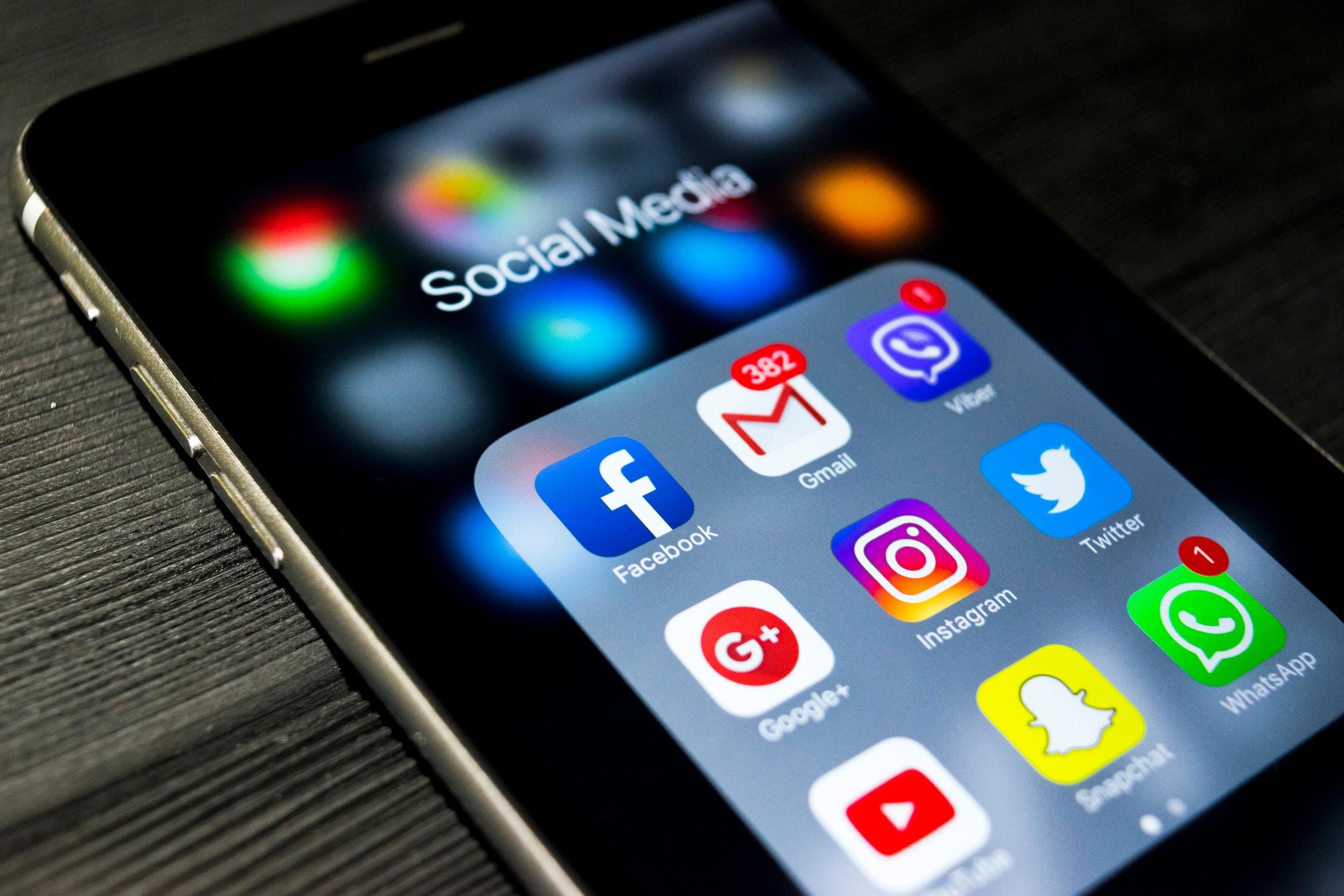 email-vs-socialmedia-iStock-853478344